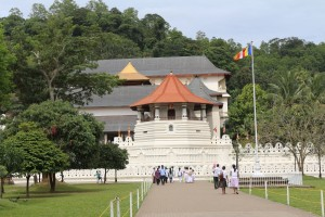 5   Front_view_of_Temple_of_the_Tooth,_Kandy